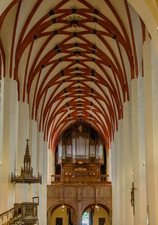Thomaskirche, Kanzel und Orgel