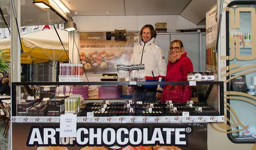 Jaap Brosscha von Art of Chocolate mit seiner Mitarbeiterin Tatjana Kern