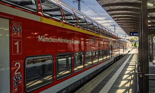 Der München-Nürnberg Express kurz vor der Abfahrt