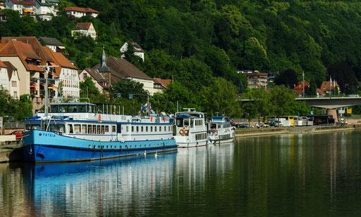 Die Neckarreise ist zu Ende, unsere Busflotte wartet bereits im Hintergrund.