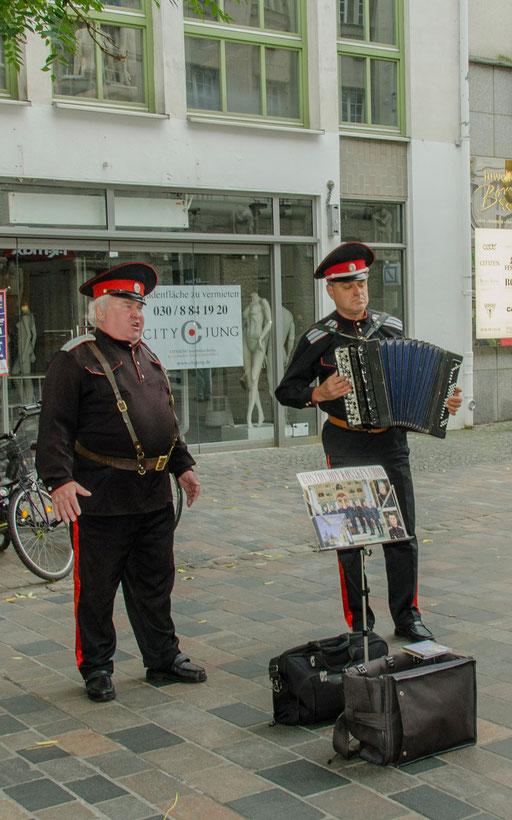 2 singende Rostocker Möchtegern Russen