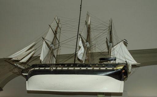 Schiffsmodel  an der Decke hängend...   /Seemannskirche