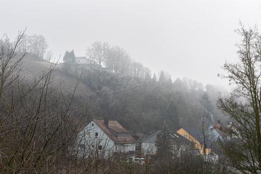 Hohenfeld, oben die Gaststätte Felsenkeller