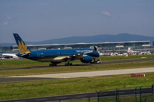 Vietnam Airlines ist die staatliche Fluggesellschaft Vietnams mit Sitz in Hanoi und Basis auf dem Flughafen Hanoi.