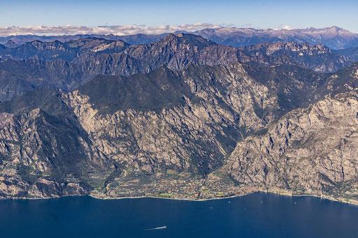 Limone sul Garda vom Monte Baldo aus betrachtet