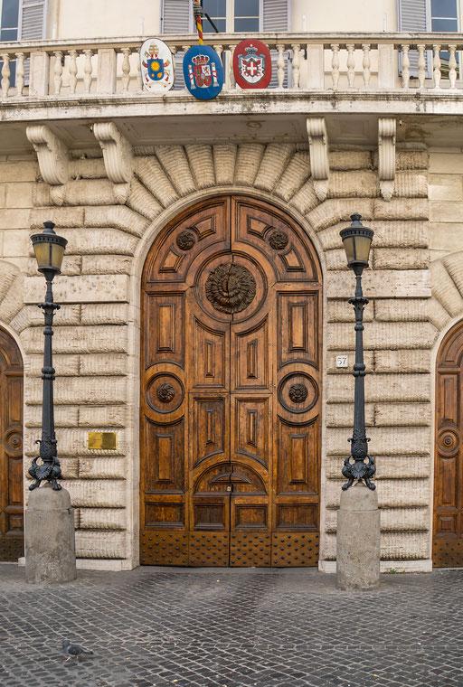 Eingangsportal zur Spanischen Vertretung am Heiligen Stuhl