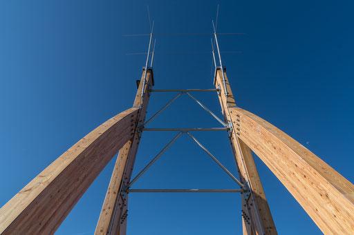 Blick auf die an der Spitze angebrachte Blitzschutzanlage (Auffangstangen)