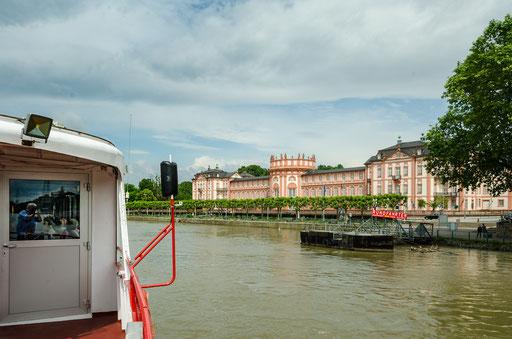 Die Flußreise nach Rüdesheim beginnt