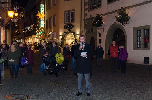 Oberbürgermeister Siegfried Müller eröffnet den diesjährigen Weihnachtsmarkt