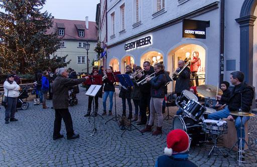 Der Posaunenchor Repperndorf gab ein Standkonzert
