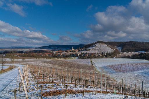 Blick über die Weinberge rüber nach Castell