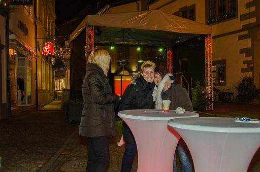Andrea und Inge, 2 attraktive Mädels warten auf ihre  Weihnachtsmänner