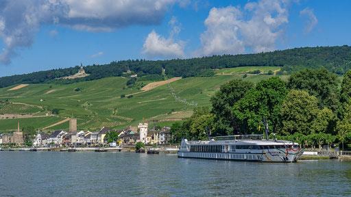 Rüdesheim am Rhein, mit der Seilbahn über die Weinberge schwebend gehts hoch zum Niederwald-Denkmal
