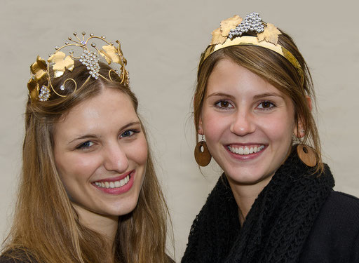 2 reizende Weinprinzessinnen im Portrait, Alisa aus Sulzfeld und Isabell aus Buchbrunn