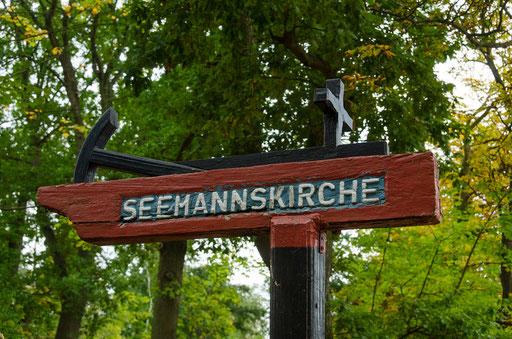 Hinweis auf die Seemannskirche im Ostseebad Prerow