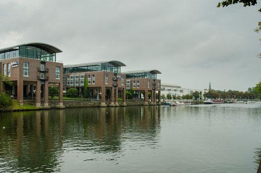 Moderne Architektur am Wasser
