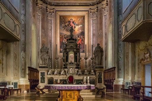 Im Inneren der Kirche neben dem Grand Hotel