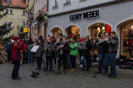 Die Bläsergruppe des Kolping Musik-Corps konzertierte auf dem Marktplatz