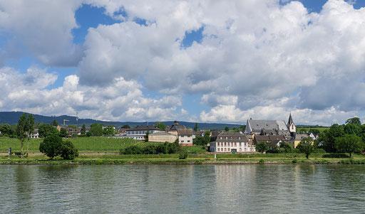 Domänenweingut und Schloss der Grafen von Schönborn, sie sind auch Besitzer zahlreicher Ländereien im Landkreis Kitzingen