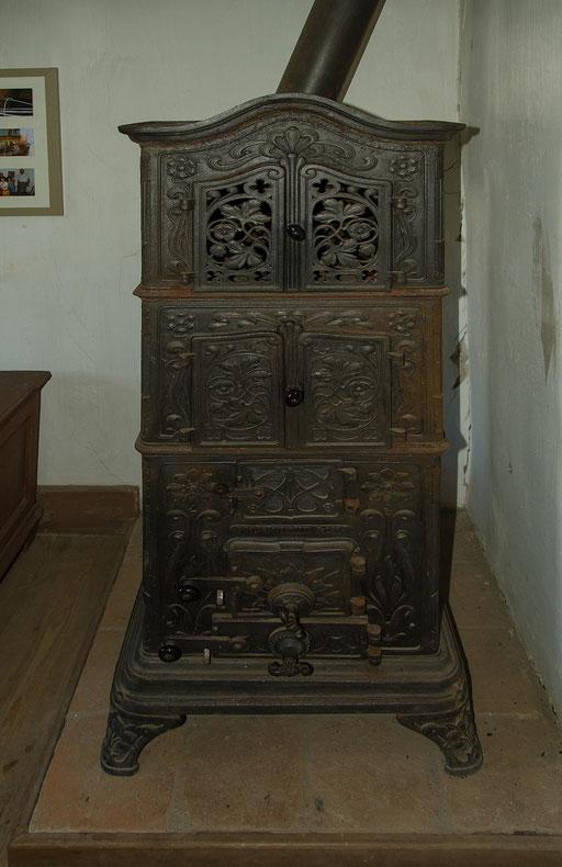 Gußeisener Ofen, Bild aus dem Rhöner Museumsdorf Tann