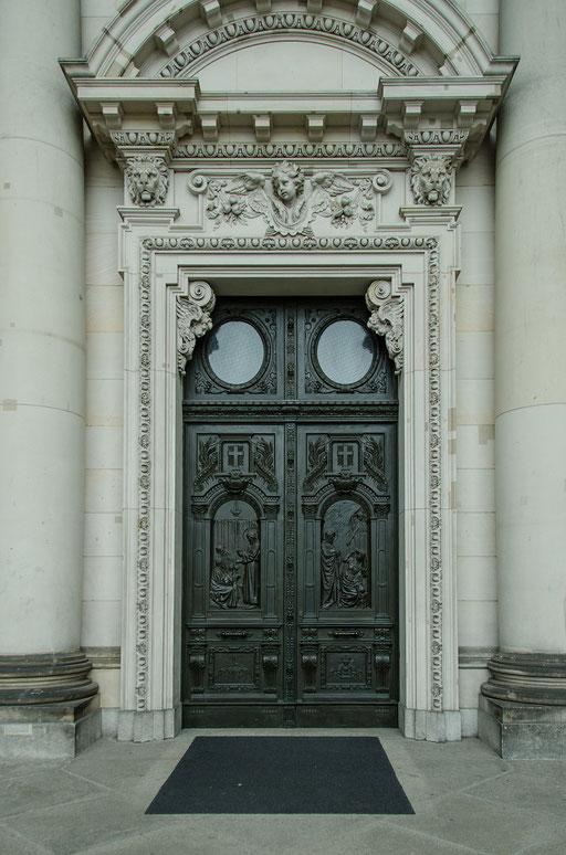 Berliner Dom, Eingangsportal