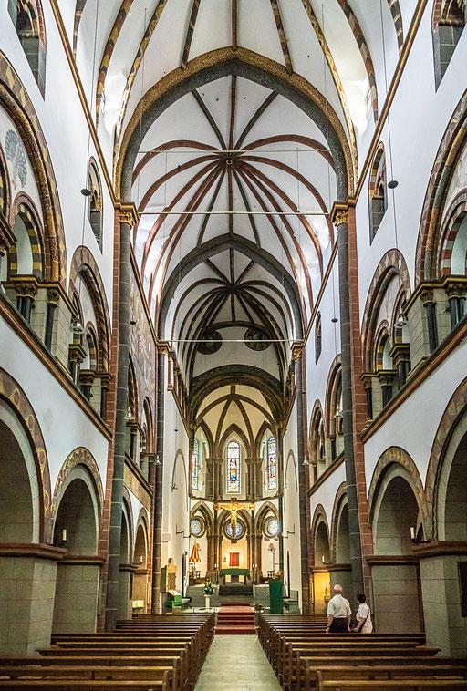 Im Innenraum der St. Serverus-Kirche