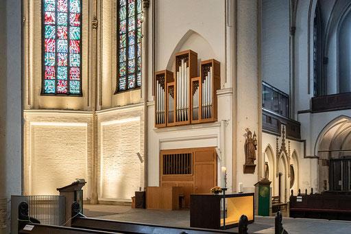 Kleine Orgel im Altarraum