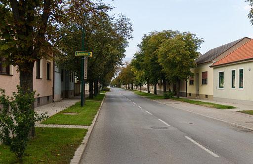 Die ca. 1 km lange Bahnhofstraße, Blickrichtung Norden