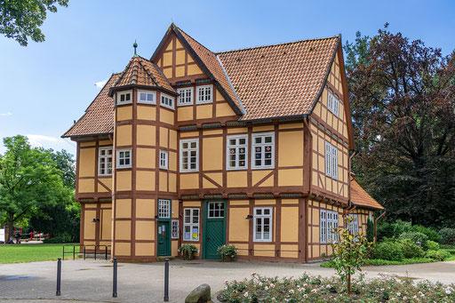 Schönes Fachwerkhaus im Französischen Garten