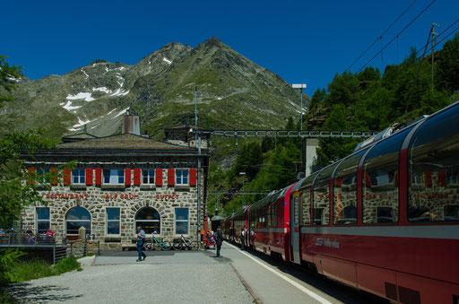 Der Bahnhof Alp Grüm wurde 1923 auf 2253 m ü.M. in eine grandiose Hochgebirgslandschaft gebaut