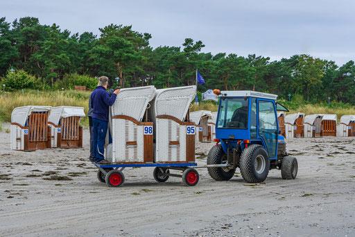 Die Strandkörbe werden ins Winterquartier gebracht