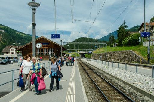 Warten auf den Glacier Express