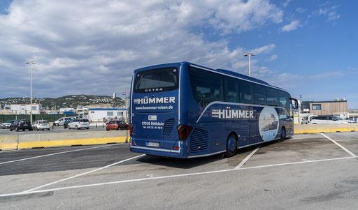 Der Hümmer-Bus vor der Marina von Cannes