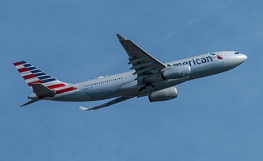 American Airlines ist eine amerikanische Fluggesellschaft im Besitz der American Airlines Group mit Sitz in Fort Worth, Texas.