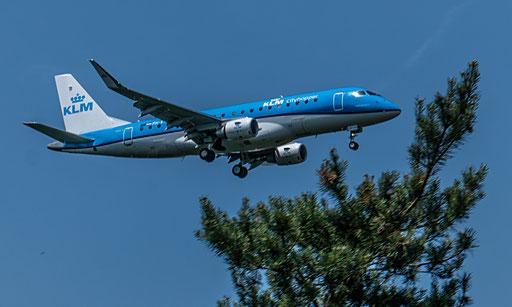 KLM Royal Dutch Airlines ist die nationale Fluggesellschaft der Niederlande mit Sitz in Amstelveen und Basis auf dem Flughafen Amsterdam Schiphol.