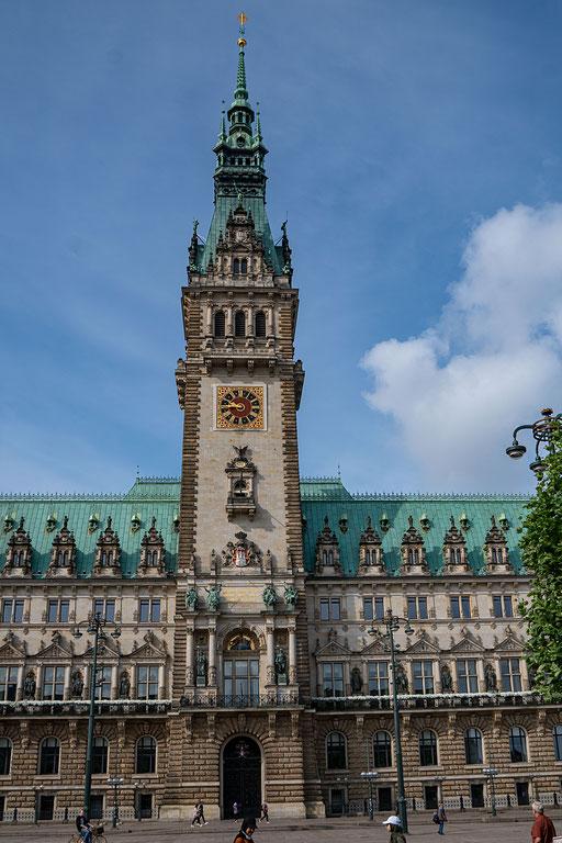 Das Rathaus mit dem Turm