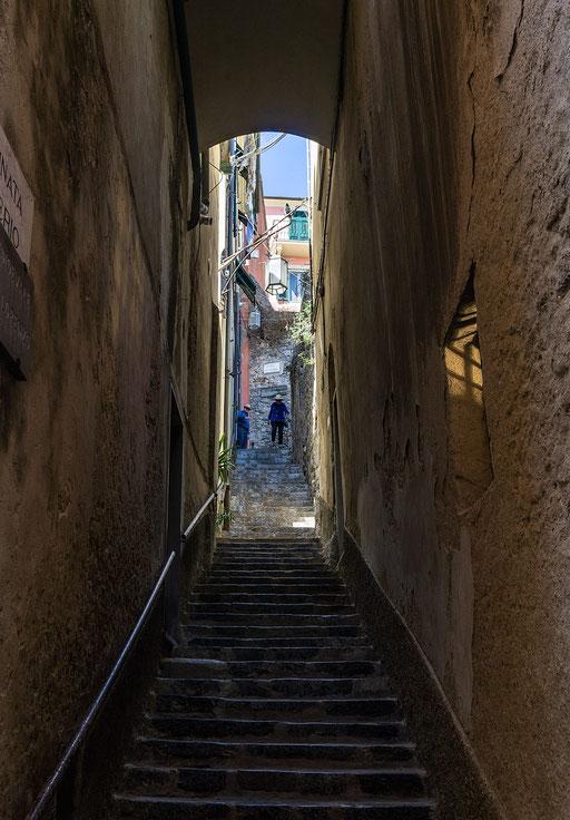 Schmaler Treppenaufgang