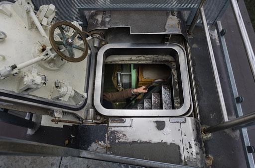 Unterseeboot U-9, Einstiegsluke