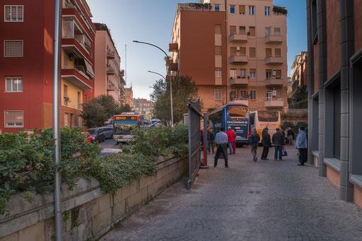 Die Ein- und Ausfahrten fordern von den Busfahrern eine exellente Rangiertechnik