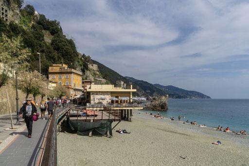Sandbadebucht im Ortsteil Fegina
