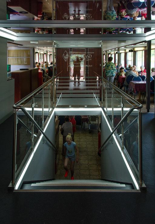 Treppenaufgang zwischen Haupt- und Oberdeck