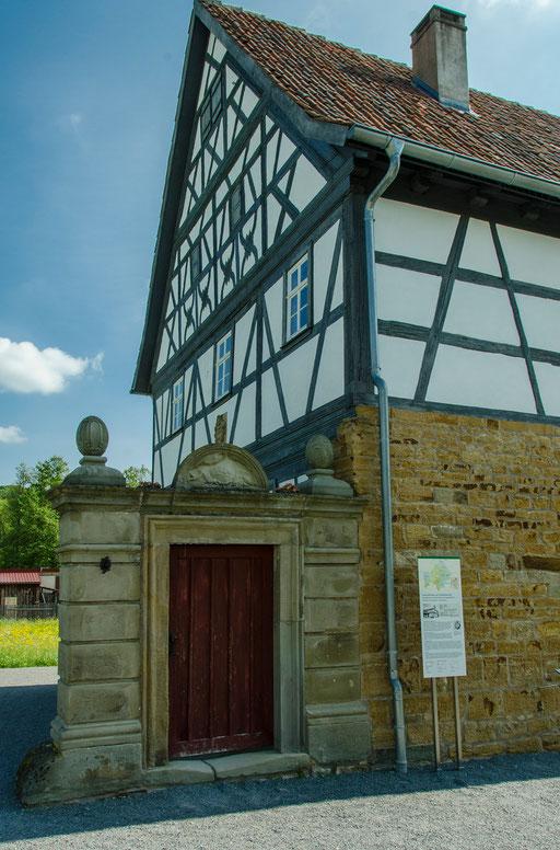Truchseß-Haus aus Oberhohenried, Zweigeschossiges Wohnstallhaus mit Gewölbekeller, Landkreis Haßberge