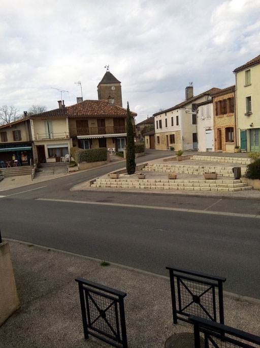 Vue du village avec la tour derriere