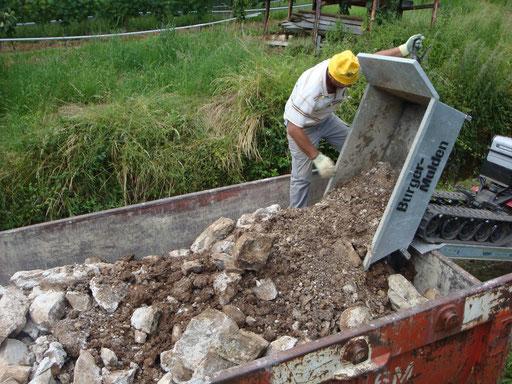 Abtragen der Mauerreste von der Einsturzstelle Juni/Juli 2013