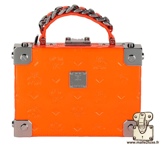 mini malle mcm berlin petite trunk sac a main couleur orange