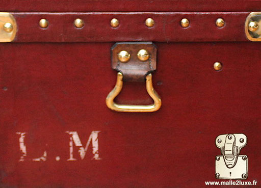 Personnalisation LM malle automobile rouge ancienne
