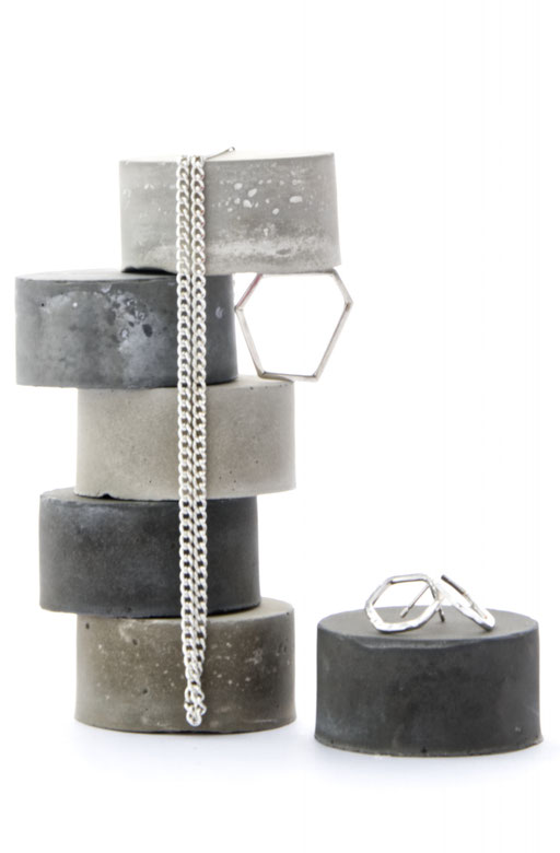 Ring Display, Modular Concrete Cylinder Set No29 by PASiNGA