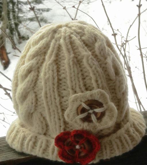 Bonnet celtique et boutons fleurs ( Isa et Mireille)