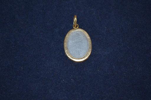 kleines, offenes Medaillon aus 925 Silber, teils vergoldet. Ab etwa 1990er Jahre. Preis: 15,00 €