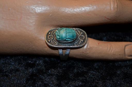 Ring aus Sterling Silber mit Skarabäus in türkis. Etwa 1970er Jahre. Gesamtgewicht: 5,96 g. Größe 54 (5,96 mm Durchmesser). Preis: 19,90 €
